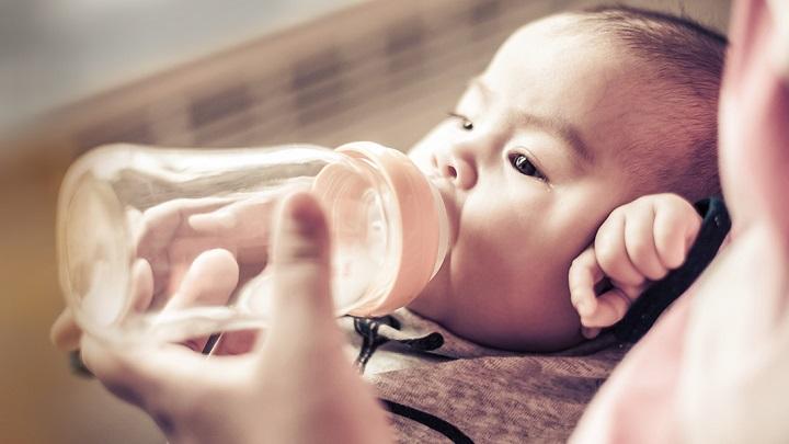 leche agua biberon