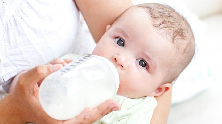 leche agua biberon1