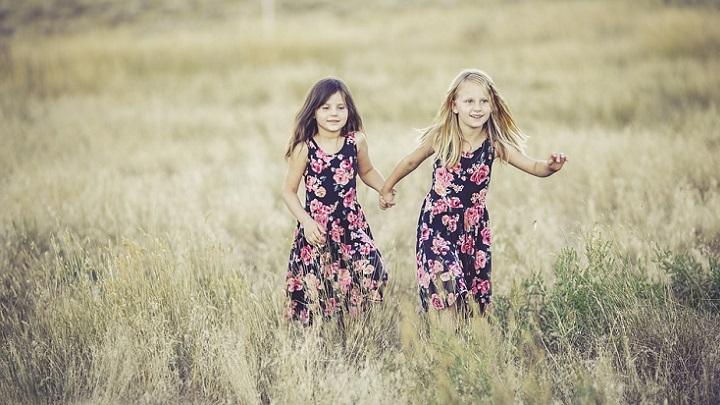 chicas-con-vestidos-de-flores