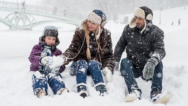 familia-en-la-nieve