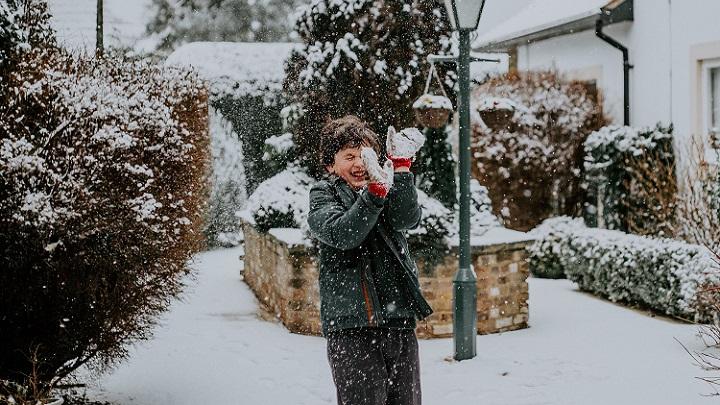 nino-en-la-nieve